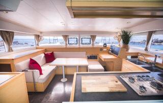 boatrental_playadelcarmen_catamaran40ft_interior1