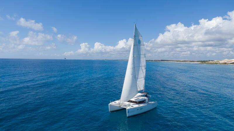 boatrental_playadelcarmen_catamaran40ft_interior2