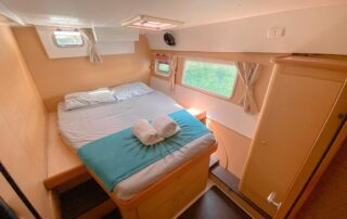 boatrental_playadelcarmen_catamaran42ft_interior4